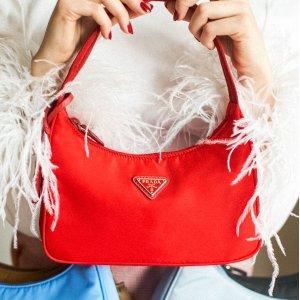 $950包税价 变相8.7折起Prada re-edition 2000 尼龙迷你手袋热卖 白红两色选