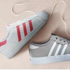 低至5.4折 经典配色Superstar有大童码即将截止:adidas, New Balance, Saucony 等品牌儿童运动鞋、休闲鞋优惠