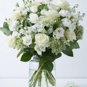 满£35减£5 花期长达15天M&S 高品质花束热卖 玫瑰、剑兰、向日葵都有