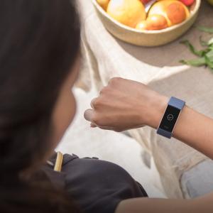 低至6.4折Fitbit 智能手环、手表 关注健康 $99.95收Inspire HR