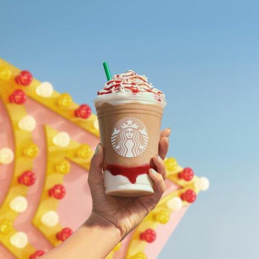 Starbucks 星巴克 草莓漏斗蛋糕星冰乐 夏日悠闲时光Starbucks 星巴克 草莓漏斗蛋糕星冰乐 夏日悠闲时光