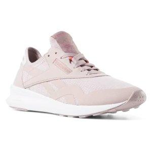 Reebok粉色运动鞋