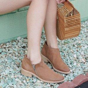 $27.08 (原价$104)Dolce Vita Trent 女士踝靴反季囤