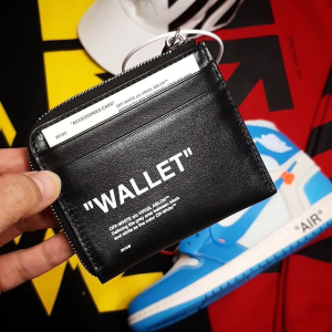 Up To 50% OffMen's Wallet @ Farfetch