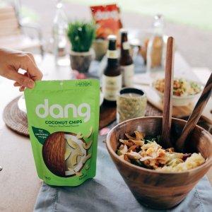 白菜价$1.19 健康酥脆零食手慢无:Dang 椰子脆片 原味 3.17 Oz. 亚马逊首选产品