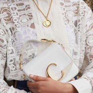 低至3.8折 Nile半月包$1200 Faye$846折扣升级:Chloe 人气美包热卖 新款C Bag、花瓣鞋好价收