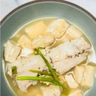 奶白鲜香 肉质香嫩越吃越美的鳕鱼汤和清蒸鳕鱼 养生食谱get起来