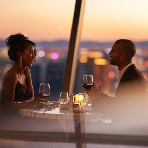 $88.25/人 拉斯维加斯最浪漫餐厅之一拉斯维加斯 云霄塔酒店旋转餐厅晚餐  俯瞰拉斯全景