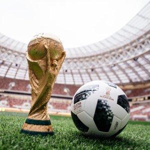 额外7折+免邮 $10收世界杯纪念款2018 世界杯赛场款足球促销,伪球迷从买球入手