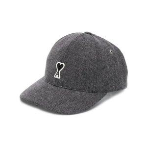 低至5折 €76收logo棒球帽AMI 席卷娱乐圈的小爱心 王俊凯、易烊千玺、李易峰都爱穿