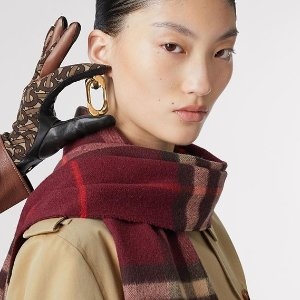 Up to 72% OffDealmoon Exclusive: BURBERRY Outerwear Sale Event