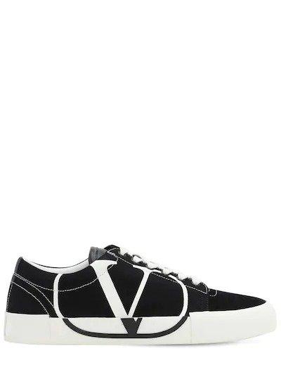 V字运动鞋
