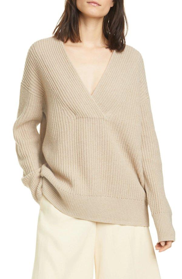 V领羊毛毛衣