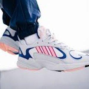 低至3.3折+额外8折 $102收封面同款最后一天:Adidas 潮流运动鞋服热卖 今夏流行运动风