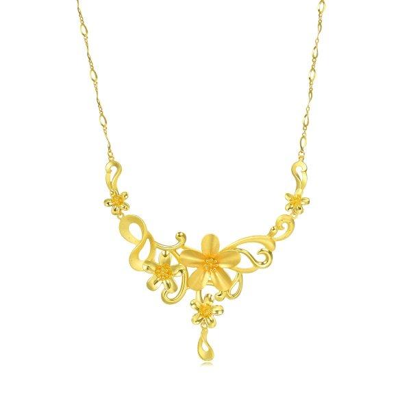 黄金花朵项链