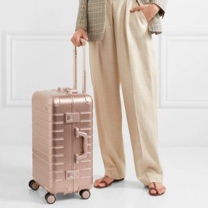 现货 €495收能给手机充电的行李箱AWAY  网红款铝制随身行李箱 热卖 3年销量超过30万