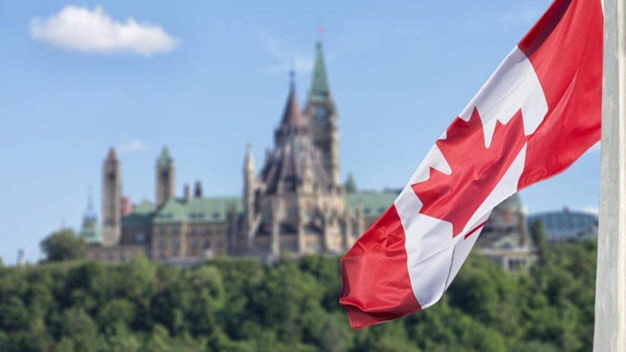 """外国人也能在加拿大政府工作?申请渠道、身份要求、""""公务员""""福利一帖知"""