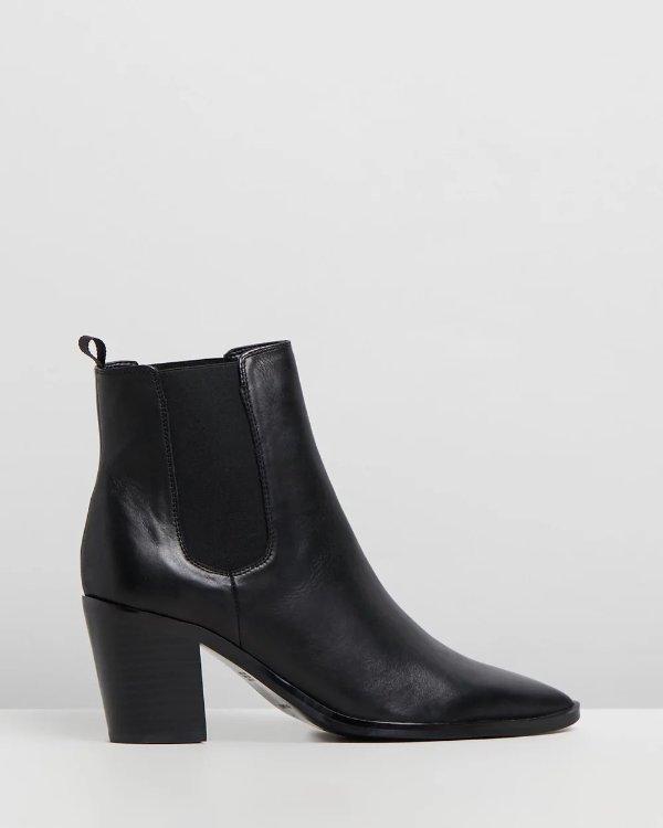 Sabrine及跟靴