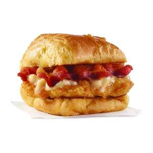 免费领取早餐三明治Wendy's 限时优惠 香肠鸡蛋可颂包、培根鸡蛋可颂包可选