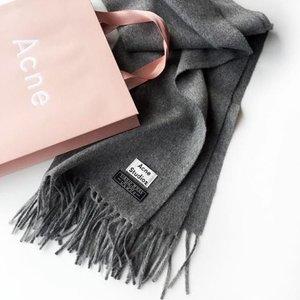 无门槛8折 £112收经典款围巾Acne Studios 经典囧脸和围巾热卖 百搭经典不得不爱