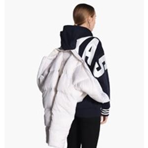 封面同款adidas羽绒服史低3折 全球直邮包括国内