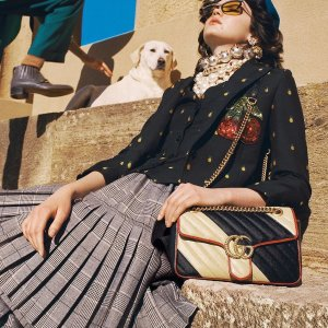 GG Marmont斜跨包$821 直邮中国Gucci 无门槛8折,收经典乐福鞋、新款GG Marmont、虎纹图案腰包