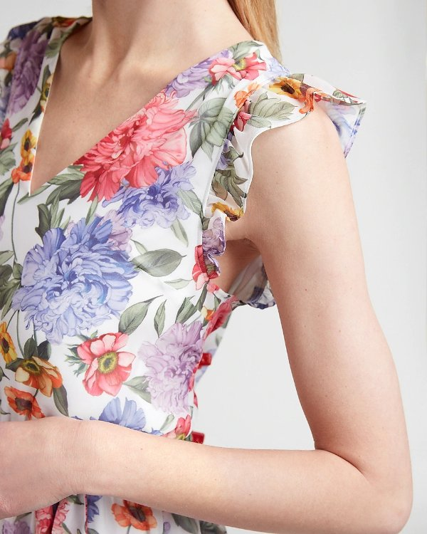 荷叶边花朵连衣裙