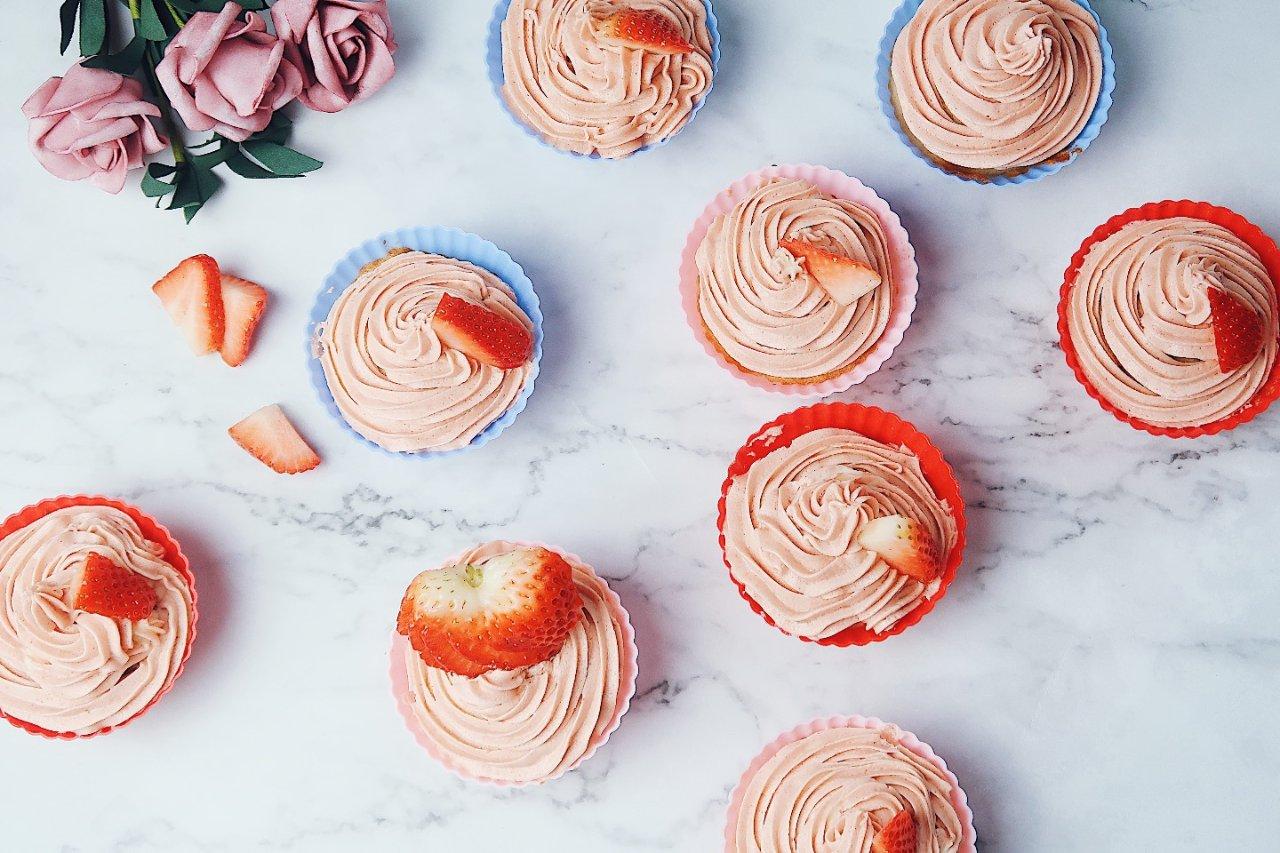 粉粉嫩嫩草莓杯子蛋糕🍓恋爱般的酸酸甜甜💕献出你的少女心吧