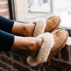 低至5折UGG 经典雪地靴、家居毛毛拖鞋特卖