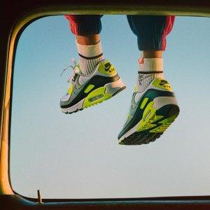 低至5折 码少速入!Nike 轻潮运动风吹起来 穿新款过新年
