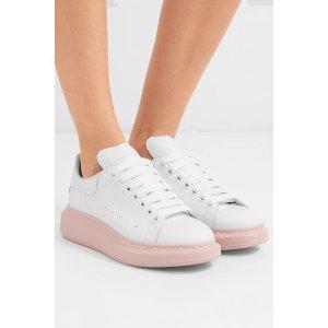 Alexander McQueen粉底小白鞋