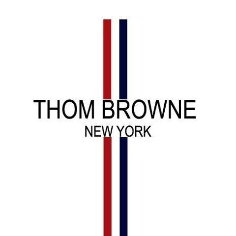 无门槛6折 领带£102 LogoT恤£156Thom Browne 惊喜折扣上线 收经典四道杠衬衣、开衫 英伦帅气