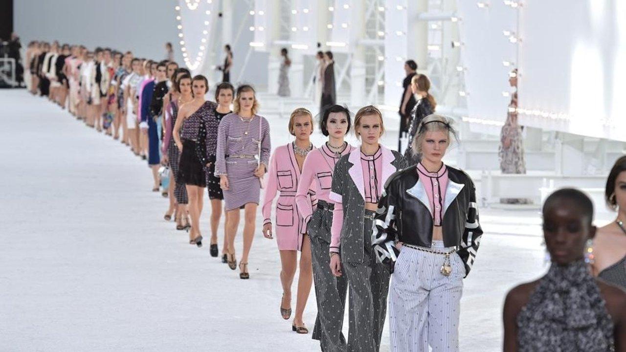 2021时装周 | 四大时装周线上观看指南!揭开伦敦,巴黎,纽约,米兰的时尚秘密~