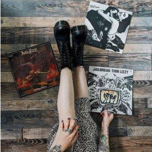 低至4折!€42就收凉鞋Dr. Martens 开春大促 英伦时尚 摇滚叛逆风 靴子、凉鞋都有