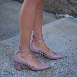 低至5折+额外5折 $200+收封面同款Valentino 精选美鞋热卖 收一字带美鞋