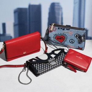 5折起 £17起 极简双色钱包仅£39Michael Kors 精选小包&钱包夏日大促 越小越时髦