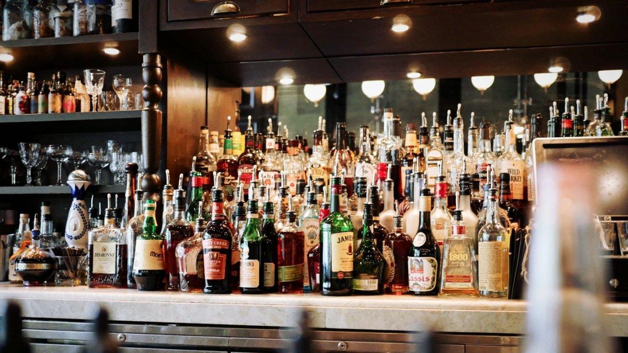 法国不同酒类大盘点 | 不同时间段喝些什么酒,红酒、啤酒、烈酒等不同酒类的选择