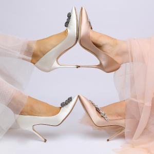 最高送$1250礼卡 多色可选Manolo Blahnik 女鞋热卖 入超美钻扣,通勤必备款