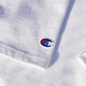 £17即可入白色TChampion 品牌直营 基础款男、女Logo服饰热卖中