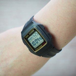 $25.95(原价$29.99)Casio 卡西欧 男式 F201WA-1A 黑色树脂数字运动手表