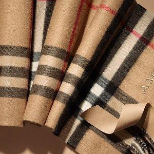 低至3.5折 $236收浅粉格纹围巾