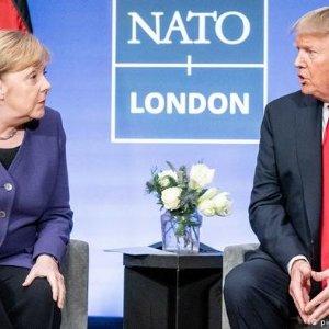 """特朗普:""""愚蠢"""",""""处于俄罗斯人的影响之下""""今日要闻:虽然曾遭特朗普辱骂,但默克尔不拒绝出席G7峰会"""