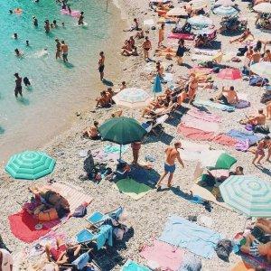 低至7折 天鹅救生圈$18.74Lacoste、Sunnylife 沙滩巾、泳池玩具 $20换购$80价值毛毯