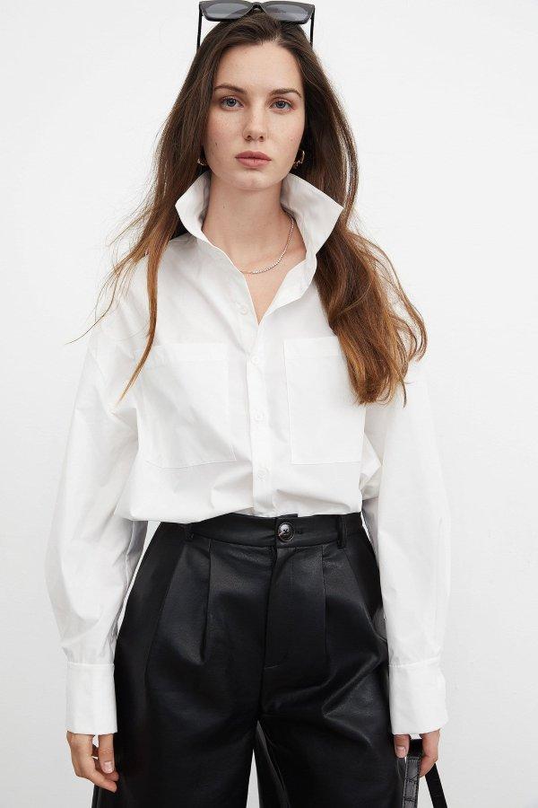 Essential White 短裤