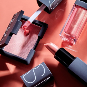 Receive 5-pc giftwith $75+ purchase @ NARS