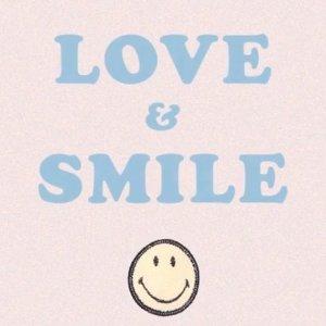 €75收爱心T恤Sandro 爱与微笑系列上新 行走的幸福和欢乐