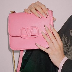 低至4折+额外8折 £288收V字运动鞋Valentino 大促 美包美鞋上新 经典款秀款全参加