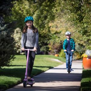 $124.98包邮(原价$209.99)GOTRAX GKS 儿童电动滑板车 适合6-12岁 安全平稳