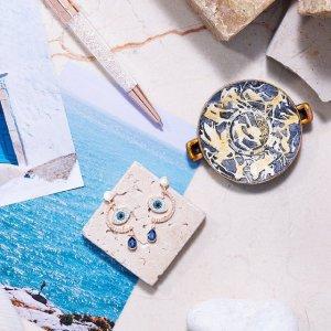 满额送水晶耳钉+精美首饰盒,get完美新年礼11.11独家:Swarovski 好礼限量送 收小天鹅、恶魔之眼和星月