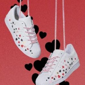 $42起 智秀同款小红心$90adidas 情人节款鞋服发售 收Stan Smith、Superstar